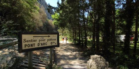 Sentier aval d'accès au Pont d'Arc