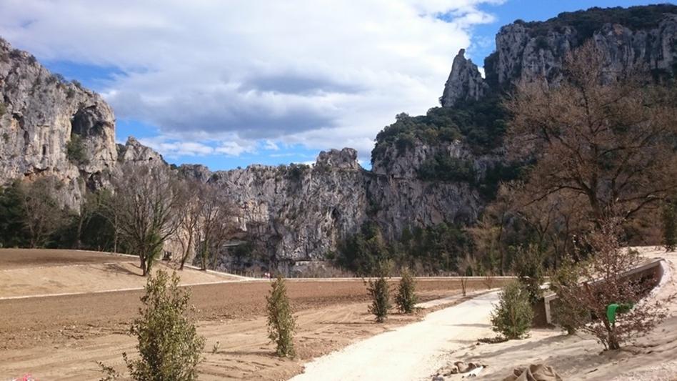 1 ha remodelé pour ouvrir le paysage vers l'Ardèche et le Pont d'Arc